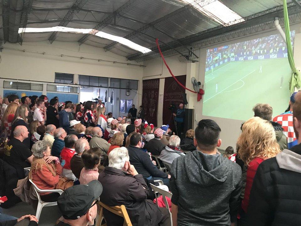 El partido fue seguido con atención por 150 personas.