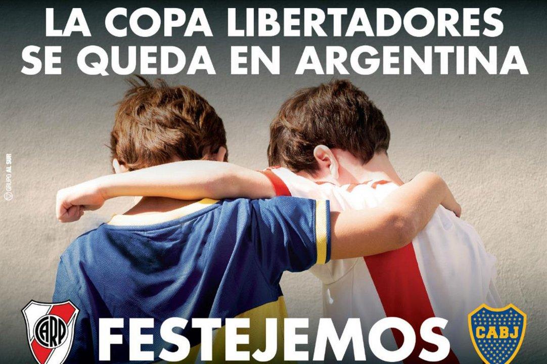 """El afiche con la leyenda """"La Copa Libertadores se queda en Argentina""""."""