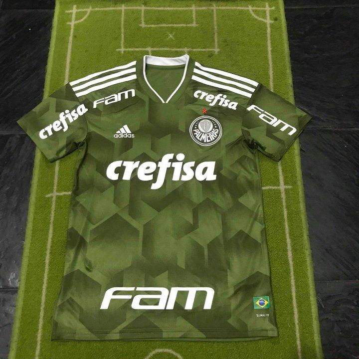 Esta es la camiseta de Palmeiras para la 2018/19. Idéntica a la de River, pero con tonalidades verdes.