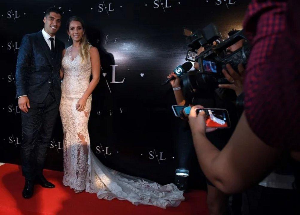 Así lucían los novios, Luis Suárez y Sofía Balbi antes del inicio de la fiesta (AFP).
