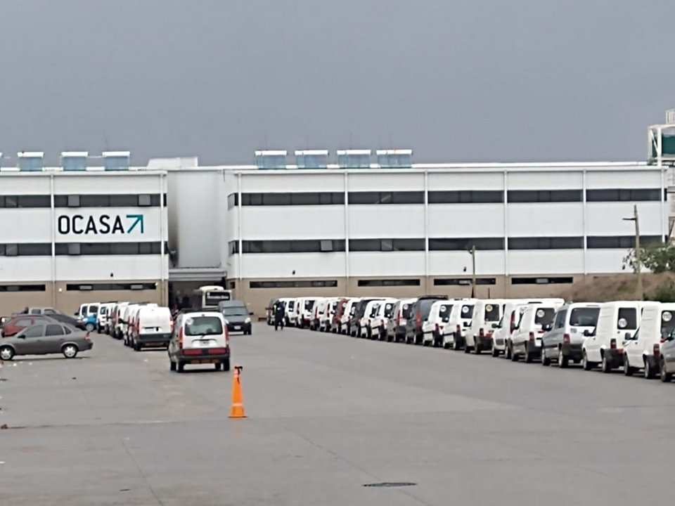 Medida de fuerza de Camioneros contra Mercado Libre en el centro de distribución