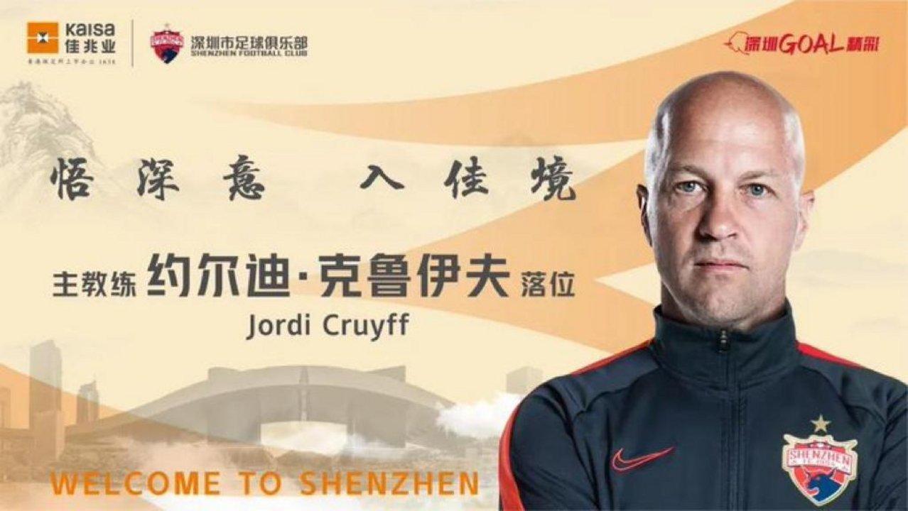 Foto oficial de Cruyff con su bienvenida al Shenzhen