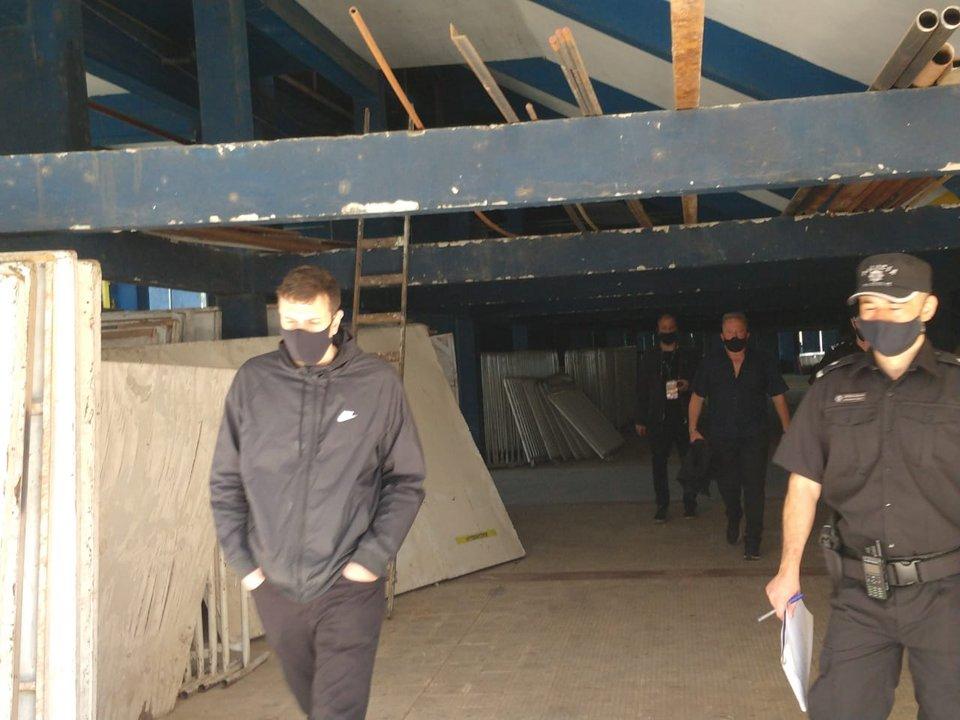 La intervención de la Seguridad y parte de los detenidos que escoltaron a las afueras del estadio