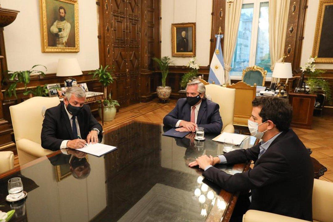 """Gerardo Morales junto a Alberto Fernández y Eduardo """"Wado"""" de Pedro"""