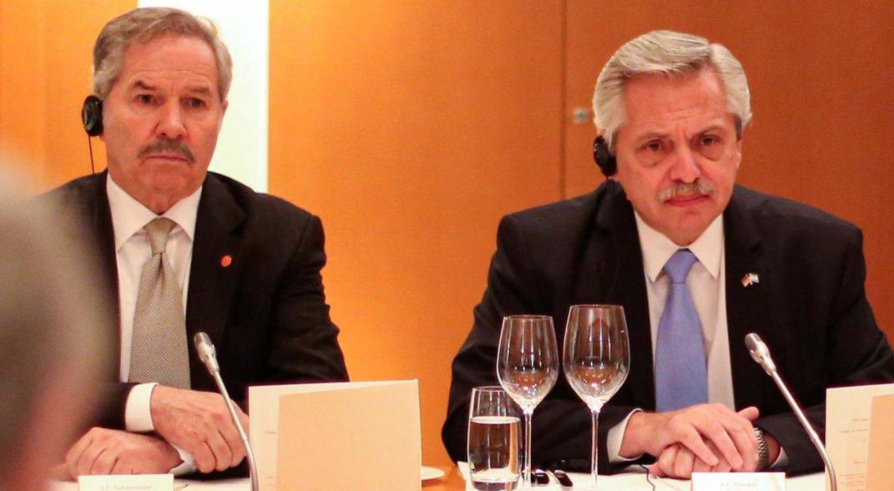 Fernández no le contesta el teléfono a Solá y el último mensaje decodificado se lo envió Santiago Cafiero