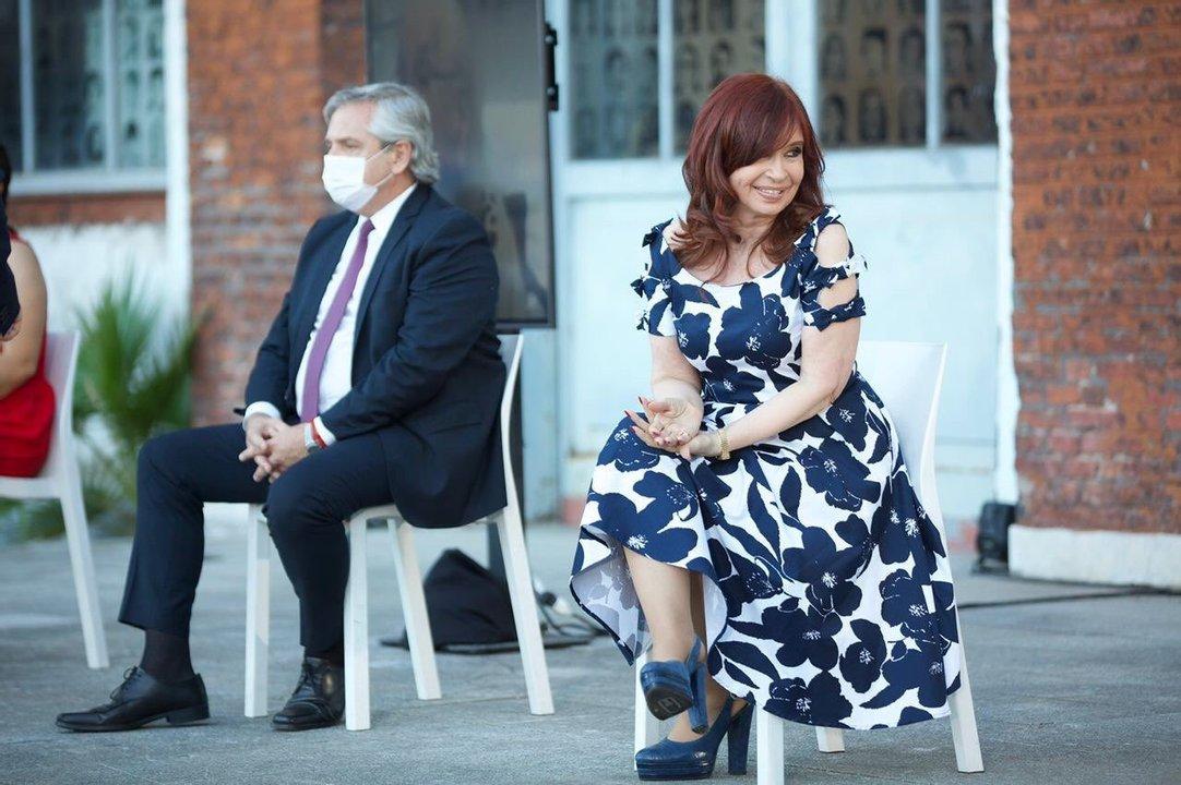 Postal de la fórmula presidencial en el último acto en la ex ESMA, en el Día de los Derechos Humanos y del retorno democrático en Argentina.