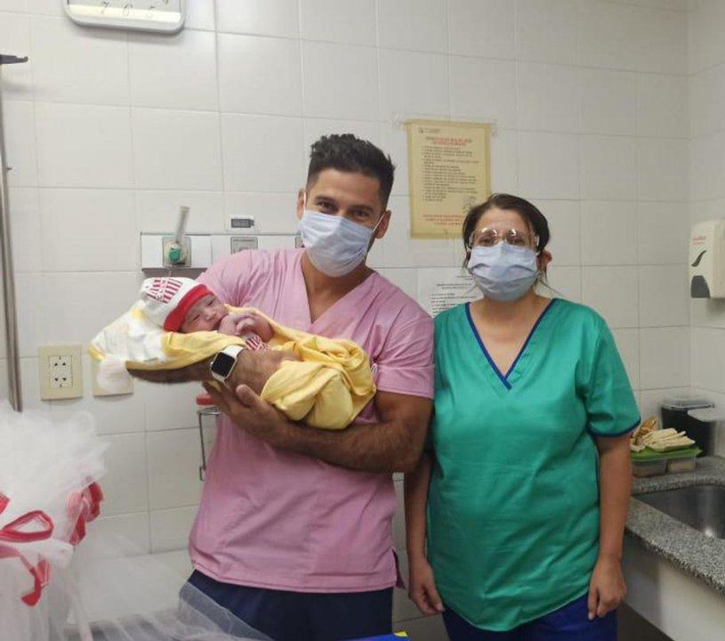 Los médicos que asistieron en el parto
