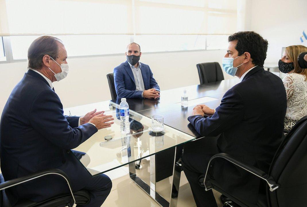 Guzmán y De Pedro junto con el gobernador Bordet