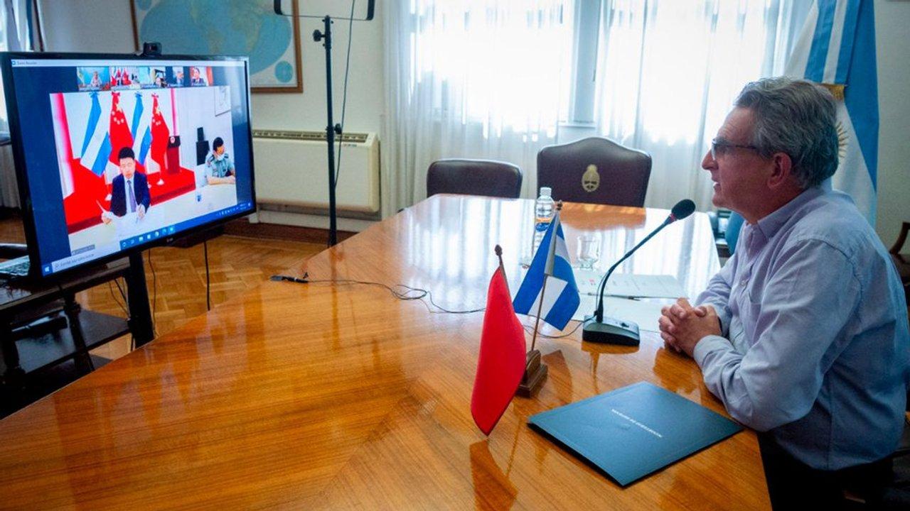Rossi mantuvo un diálogo virtual con Zou Xiaoli, embajador de China en Argentina