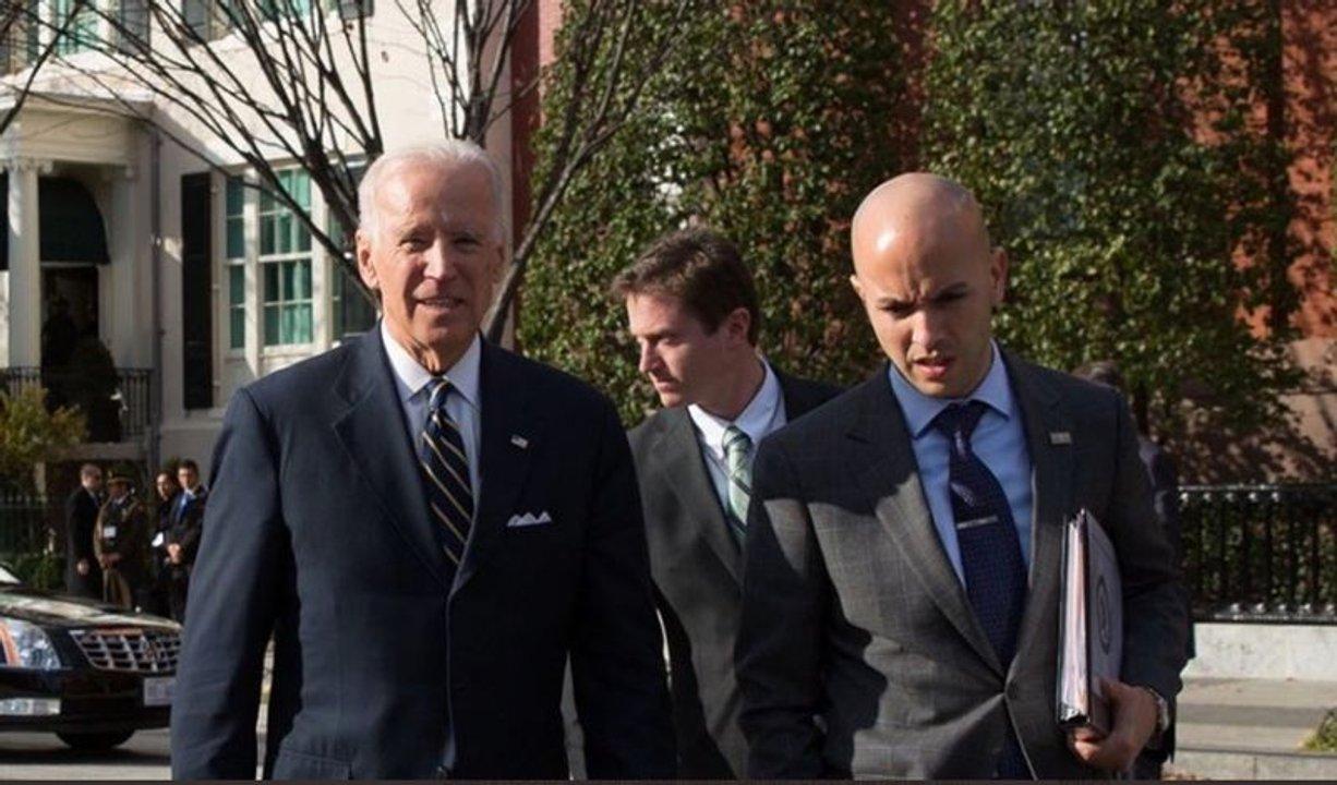Juan González junto a Joe Biden, meses atrás